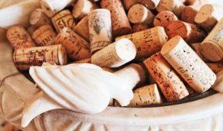 ワインのコルクが途中で折れた時の対処法!なぜ折れるのか?